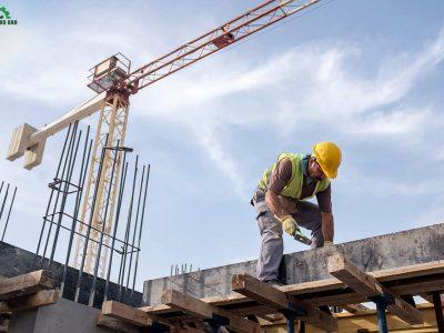 Công nhân đang thi công tại công trình